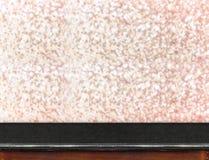 Tabla de mármol con el fondo chispeante de oro del bokeh, sitio vacío f Fotografía de archivo libre de regalías