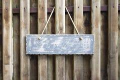 Tabla de madera con el espacio para poner letras o el texto fotos de archivo libres de regalías