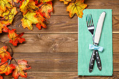 Tabla de madera con la bifurcación, cuchillo Foto de archivo libre de regalías
