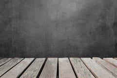 tabla de madera o tablones de madera con la pared del muro de cemento o del
