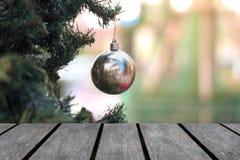 Tabla de madera vacía contra la Navidad fotos de archivo