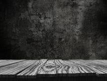 tabla de madera vieja 3D que mira hacia fuera a un fondo del grunge Foto de archivo libre de regalías
