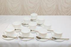 tabla de té en el restaurante con la taza y la cuchara Imagen de archivo libre de regalías