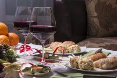Tabla del día de fiesta con los aperitivos Fotografía de archivo libre de regalías