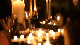 Tabla del día de fiesta de Halloween con las velas metrajes