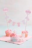 Tabla del dulce de la fiesta de bienvenida al bebé Fotos de archivo libres de regalías