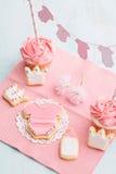 Tabla del dulce de la fiesta de bienvenida al bebé Foto de archivo