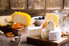Tabla del partido del queso y del vino Foto de archivo