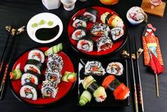 Tabla del partido del sushi Imagenes de archivo
