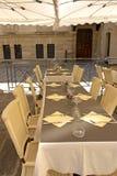 Tabla del restaurante en Francia Fotos de archivo libres de regalías