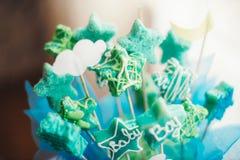 Tabla dulce como barra de caramelo con diversos dulces en cena Imagen de archivo libre de regalías