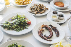 Tabla en el restaurante griego Imagen de archivo libre de regalías