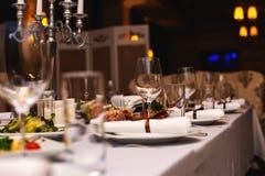 Tabla en restaurante antes del partido imagen de archivo
