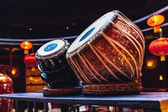 Tabla ethnique d'instrument de musique à l'intérieur du froid- photographie stock