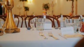 Tabla exquisita de la boda de la porción hermosa en el banquete exquisito metrajes
