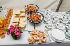 Tabla festiva del desayuno de la comida fría Fotos de archivo