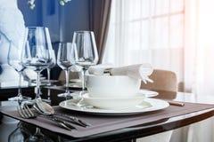 Tabla fijada en la tabla dinning Fotografía de archivo libre de regalías