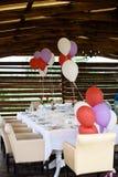 Tabla maravillosamente adornada para una celebración de la boda en un restaurante Fotografía de archivo