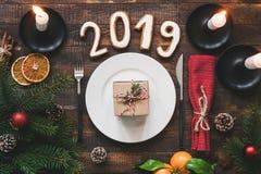 Tabla que fija el Año Nuevo auténtico 2019 imagen de archivo libre de regalías