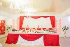 Tabla roja y blanca de la boda Fotografía de archivo