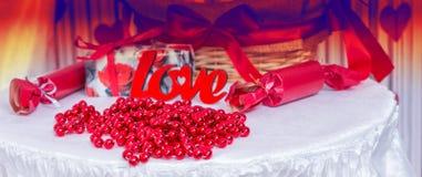 Tabla temática del amor para casarse o el día de tarjetas del día de San Valentín Imágenes de archivo libres de regalías