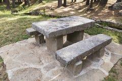 Tabla y bancos de piedra Foto de archivo