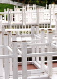Tabla y silla Imagenes de archivo