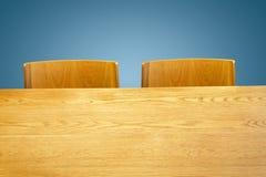 Tabla y silla de madera Imágenes de archivo libres de regalías