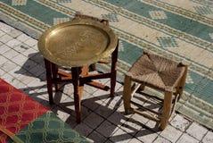 Tabla y silla orientales del estilo Imagen de archivo