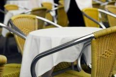 Tabla y sillas Fotografía de archivo libre de regalías