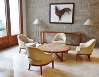 Tabla y sillas Imagen de archivo