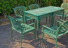 Tabla y sillas del metal Foto de archivo libre de regalías