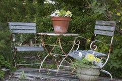 Tabla y sillas viejas de patio Fotografía de archivo