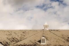 Tablas dañadas del tejado Fotos de archivo libres de regalías