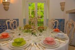Tablas de banquete del partido, decoración del evento, boda o cena del cumpleaños Imagenes de archivo