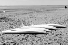 Tablas de Winsurf en la arena Fotos de archivo libres de regalías