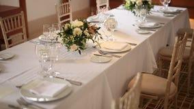 Tablas en el banquete de la boda Decoraciones de la boda El casarse en t metrajes