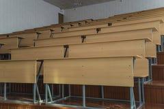 Tablas en el teatro de conferencia de la universidad Imagen de archivo