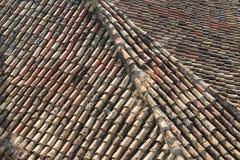 Tablas envejecidas del tejado en una casa en Atenas, Grecia Foto de archivo