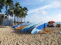 Tablas hawaianas en la playa de Waikiki, Oahu, Hawaii Fotografía de archivo libre de regalías
