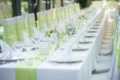 Tablas y sillas de la boda foto de archivo libre de regalías