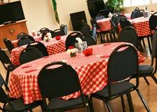 Tablas y sillas para la recepción Imagen de archivo libre de regalías