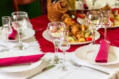 Table étendue avec la nourriture Images libres de droits