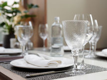 Table arrangement in an expensive restaurant Royalty Free Stock Photos