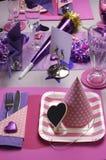 Table assez rose de fête d'anniversaire images stock
