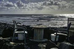 table au bord de l'océan Photographie stock libre de droits