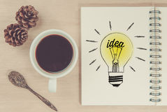 Table basse avec le concept d'affaires d'idée Images libres de droits