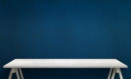 Table blanche moderne avec les jambes et l'espace libre Photos libres de droits