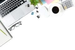 Table blanche moderne de bureau avec l'ordinateur portable, Photographie stock