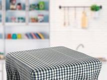 Table carrée avec la nappe Images stock